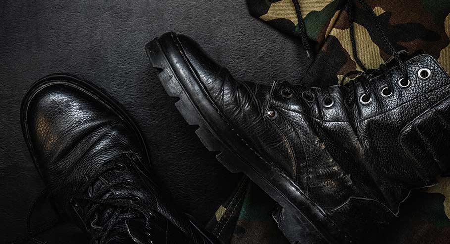 Krigsmaterial blev till skor